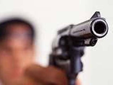 Bandido armado tenta invadir residência mas arma falha; vítima estava sendo observada
