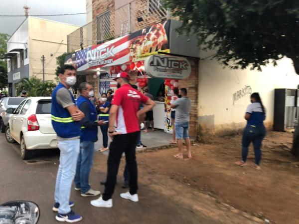 Pizzaria realiza promoção que gera aglomeração e fiscalização é acionada