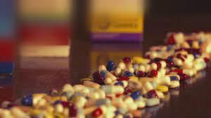 'Empurroterapia': balconistas de farmácias recebem para empurrar medicamentos aos fregueses